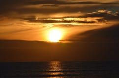 Sonnenaufgang in Ostsee lizenzfreie stockbilder