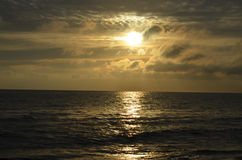 Sonnenaufgang in Ostsee stockfotos