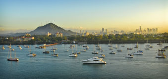 Sonnenaufgang, Panama- Citykleines Boots-Hafen, Panama Stockbilder