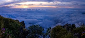 Sonnenaufgang am Phu-Chi-Fa Forest Park Stockfoto