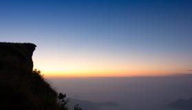 Sonnenaufgang an phu Chi-Fa-Klippe Chiang Rai Thailand Stockfotos