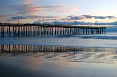 Sonnenaufgang am Pier lizenzfreies stockbild