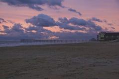 Sonnenaufgang Rodanthe-Pier Stockbilder