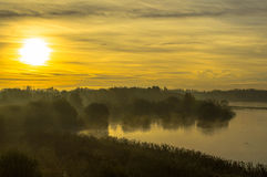 Sonnenaufgang am See Stockfotografie