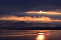 Sonnenaufgang am See Stockfoto