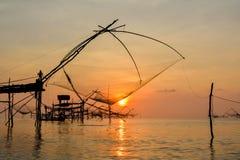 Sonnenaufgang am See Thailand Lizenzfreies Stockbild