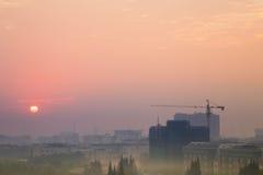 Sonnenaufgang in Shanghai mit Smog stockfoto