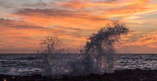 Sonnenaufgang-Spritzen bei Sandy Stockfoto