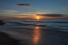 Sonnenaufgang am Strand Lizenzfreies Stockfoto