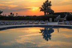 Sonnenaufgang-Swimmingpool Lizenzfreies Stockbild
