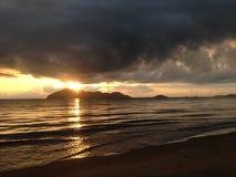 Sonnenaufgang tauchen Insel ein Stockbild