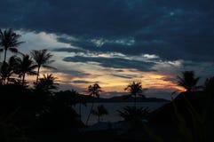 Sonnenaufgang in Thailand mit Palmen und Meer Stockbild