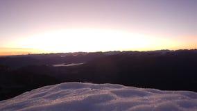 Sonnenaufgang timelapse von der Spitze des Berges stock video footage