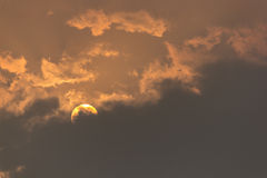 Sonnenaufgang und bewölktes Stockbilder