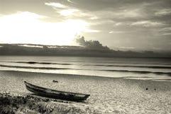 Sonnenaufgang und Boot Stockbilder