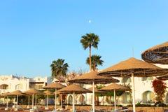Sonnenaufgang und Mond in Ägypten Lizenzfreies Stockfoto