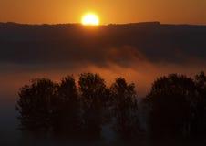 Sonnenaufgang und Nebel Lizenzfreie Stockfotografie