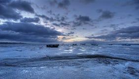 Sonnenaufgang und schlammiger Strand stockbild