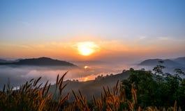 Sonnenaufgang und seafog Lizenzfreie Stockfotografie