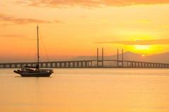 Sonnenaufgang und Sonnenuntergang in Penang-Brücke George Town, Penang Malaysia Stockfotografie