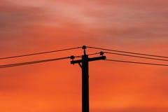 Sonnenaufgang und Stromleitungen Lizenzfreies Stockfoto