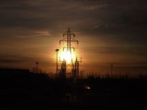 Sonnenaufgang und Strommaste Stockbilder