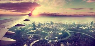 Sonnenaufgang und Wolken Flug und Reise nach Bestimmungsort Stockfoto