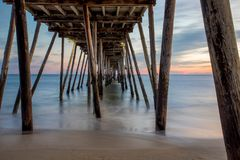 Sonnenaufgang unter Avalon Pier Lizenzfreie Stockfotos