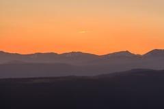 Sonnenaufgang von den La Molina-Skisteigungen stockfotos