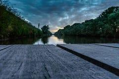 Sonnenaufgang von einem Floss Lizenzfreie Stockbilder