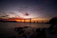 Sonnenaufgang von Gadeokdo-Insel und von Geoga-Brücke Lizenzfreies Stockfoto