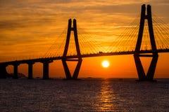 Sonnenaufgang von Gadeokdo-Insel und von Geoga-Brücke Stockfotografie