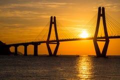 Sonnenaufgang von Gadeokdo-Insel und von Geoga-Brücke Stockbilder