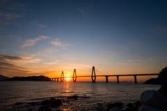 Sonnenaufgang von Gadeokdo-Insel und von Geoga-Brücke Lizenzfreie Stockfotos