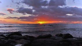 Sonnenaufgang Waikiki stockfotos