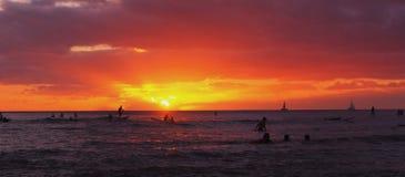 Sonnenaufgang Waikiki lizenzfreie stockfotos