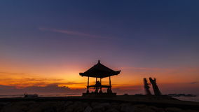 Sonnenaufgang-Zeitspanne am Strand in Indonesien stock footage