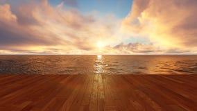 Sonnenaufgang zwischen Wolken vor hölzernen Planken über Ozean Stockfoto