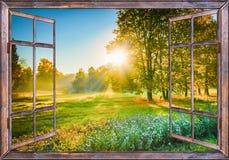 Sonnenaufgangansicht vom Fenster Stockfoto