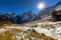 Sonnenaufgangansicht von niedrigem Lager Nepal Annapurna lizenzfreie stockfotos