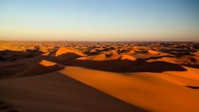 Sonnenaufgangansicht zu Tin Merzouga-Düne, Tassili-nAjjer Nationalpark, Algerien Stockfotos