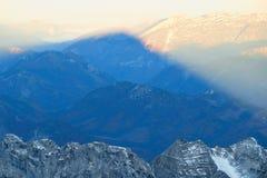 Sonnenaufgangansichtform der Gipfel von groberem Priel Stockfotos