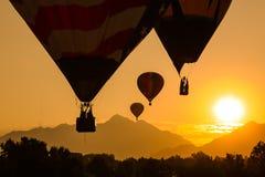 Sonnenaufgangballonfahrt Stockfotos