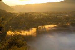 Sonnenaufgangberge Asien-Natur-Morgen Volcano Viewpoint Gebirgstrekking, Ansicht-Landschaftstal-Bali-Dorf niemand Lizenzfreies Stockfoto