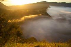 Sonnenaufgangberge Asien-Natur-Morgen Volcano Viewpoint Gebirgstrekking, Ansicht-Landschaftstal-Bali-Dorf niemand Stockfoto