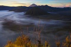 Sonnenaufgangberge Asien-Natur-Morgen Volcano Viewpoint Gebirgstrekking, Tal-Ansicht-Landschaft Niemand Foto Stockbild