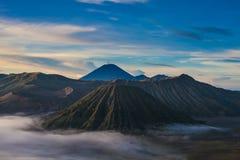 Sonnenaufgangberge Asien-Natur-Morgen Volcano Viewpoint Gebirgstrekking, wilde Ansicht-Landschaft Niemand Foto horizontal Lizenzfreies Stockfoto