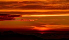 Sonnenaufganglandschaft über der Adams-Spitze alias Sri-Pada, Sri Lanka Stockbild