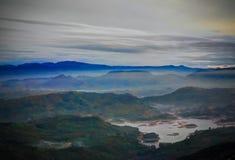 Sonnenaufganglandschaft über der Adams-Spitze alias Sri-Pada Sri Lanka Stockfotos