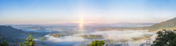 Sonnenaufganglandschaftsgebirgsmorgen stockbild